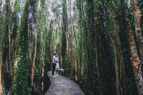 Cặp đôi yêu du lịch tự chụp ảnh cưới 'bụi' khắp Việt Nam