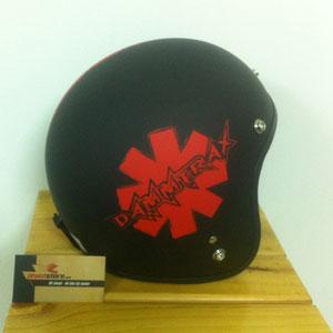 Mũ bảo hiểm 3/4 Dammtrax srat đen đỏ (Việt Nam)