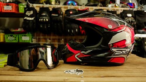 Mũ cào cào Monster tem SRV đen đỏ